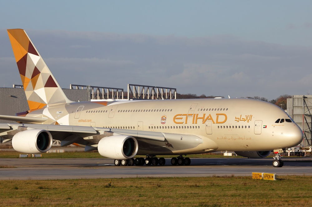 Etihad_Airways_Airbus_A380-861_at_Finkenwerder.jpg