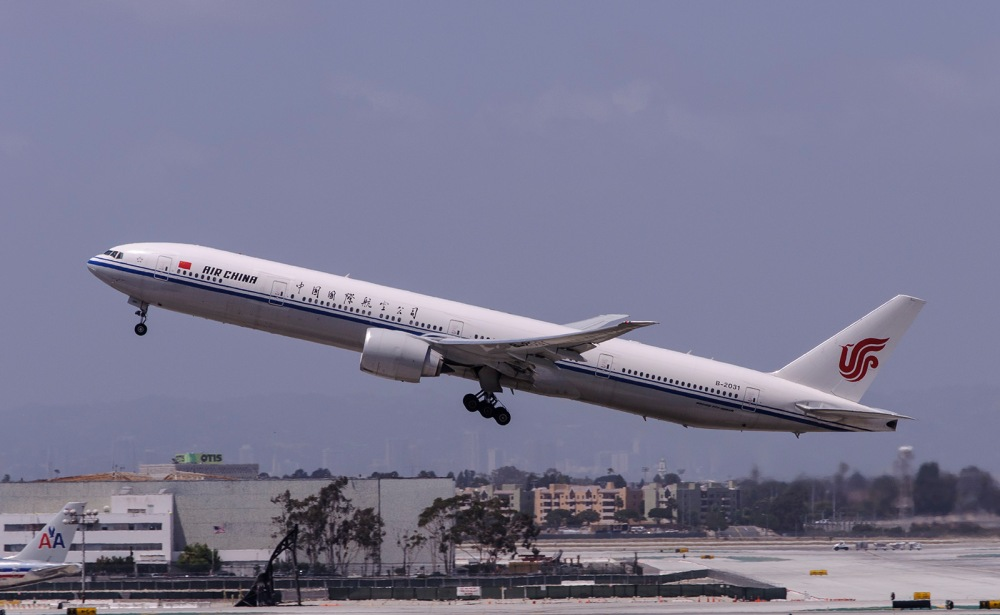 Air_China_Boeing_777-300ER_(B-2031).jpg