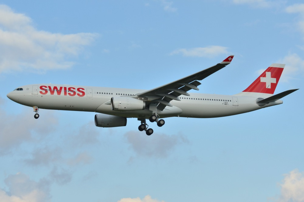 Airbus_A330-300_Swiss_International_AL_(SWR)_F-WWYI_-_MSN_1403_-_Will_be_HB-JHN_(10295543975).jpg