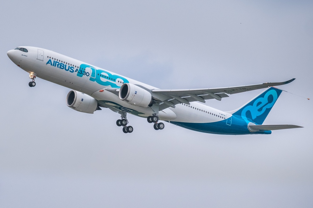Airbus_A330neo_first_take-off_(cropped).jpg
