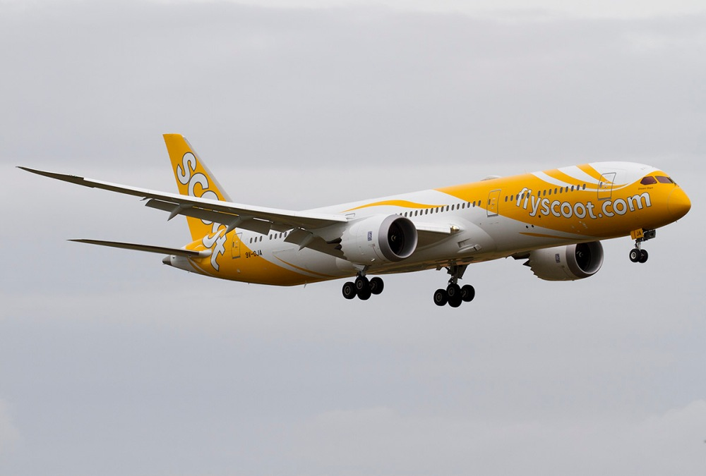 Scoot_Boeing_787_on_finals_at_Singapore_Changi_Airport